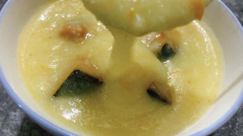 玉米南瓜粥,搅拌一下,浓稠的玉米南瓜速成粥就做好了~