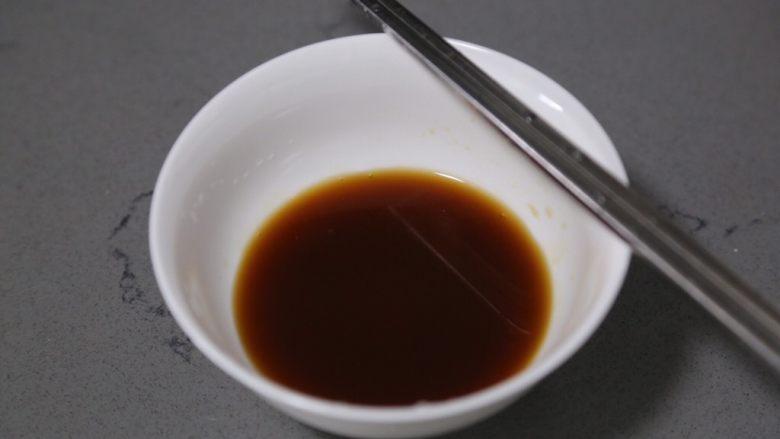 蒜蓉生菜,加淀粉和水调匀待用