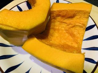 玉米南瓜粥,南瓜去皮去芯