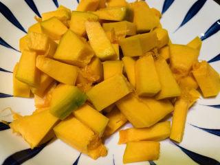 玉米南瓜粥,南瓜切大颗粒