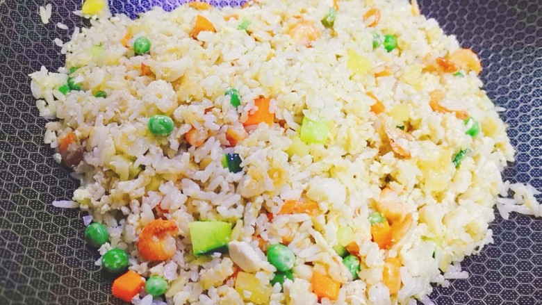 耳光炒饭,像这样米饭粒粒分明,均匀入味即可出锅