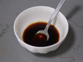 红烧虾,再加入料酒搅拌均匀