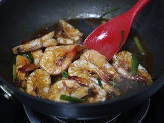 红烧虾,最好大火翻炒收汁