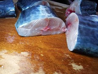 红烧鱼块,马鲛鱼切段,大约5公分长