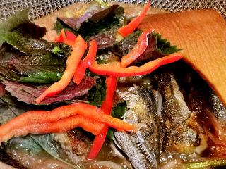 红烧鱼块,加入红椒