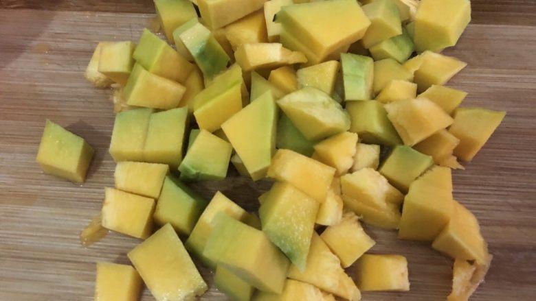 玉米南瓜粥,洗干净切粒