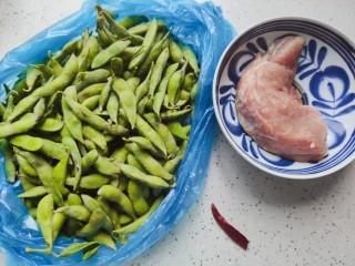 毛豆炒肉丝,首先我们准备好所有食材