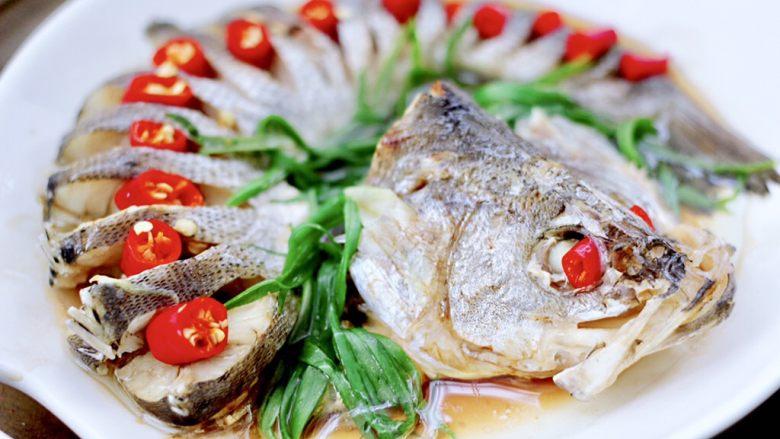 清蒸鲈鱼,出锅咯,漂亮极了。
