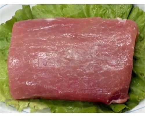 毛豆炒肉丝,首先准备需要的食材:新鲜的猪<a style='color:red;display:inline-block;' href='/shicai/ 435'>里脊</a>肉!