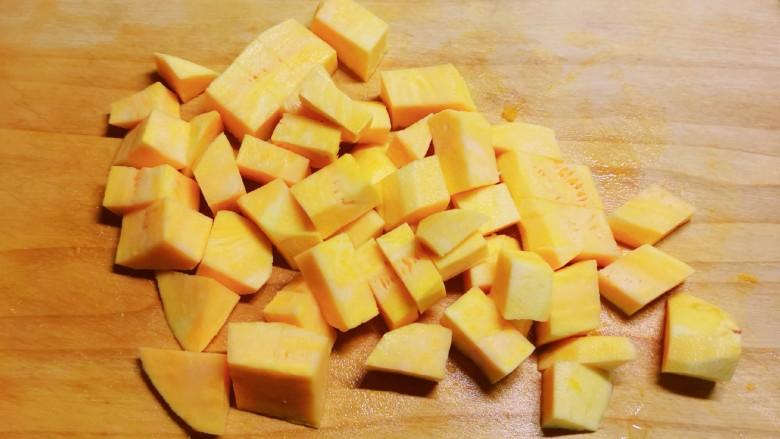 红薯南瓜粥,切块。