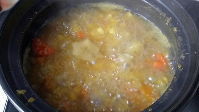玉米南瓜粥,继续中小火熬煮10分钟即可