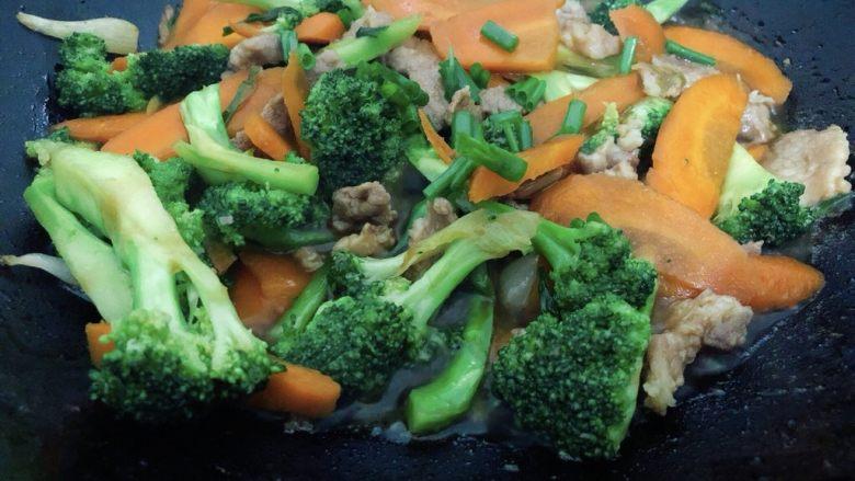 干锅西兰花,五分钟后撒葱花起锅
