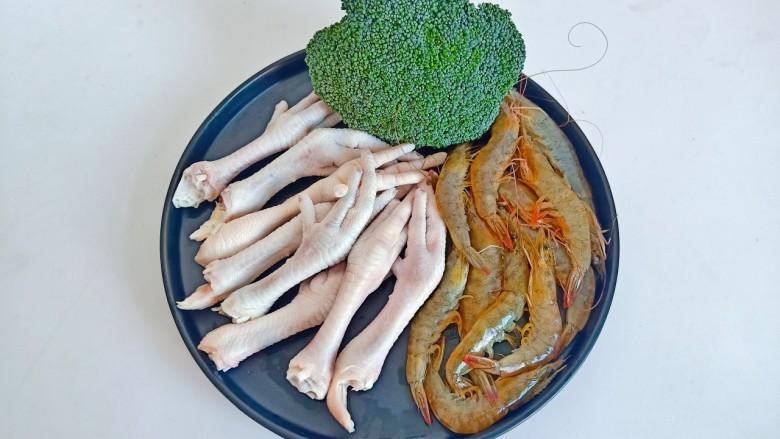 干锅西兰花,准备需要的食材。