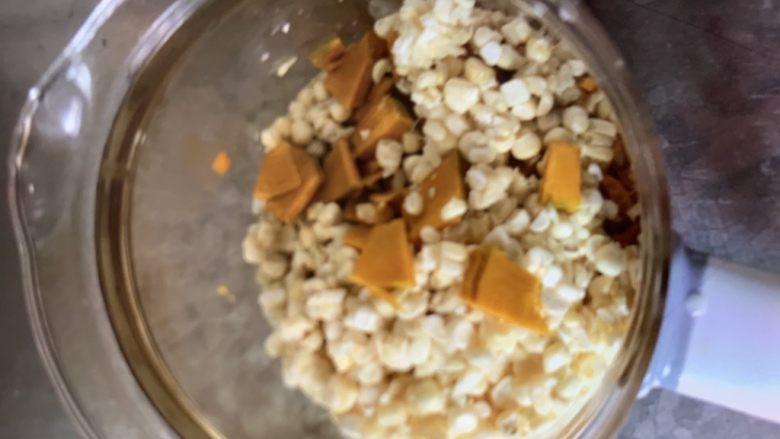 玉米南瓜粥,搅拌一下