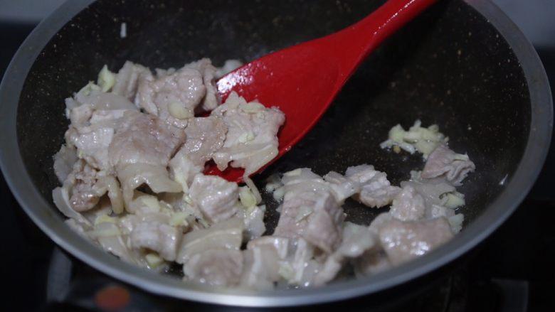 干锅西兰花,翻炒出香味