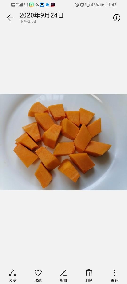 玉米南瓜粥,将南瓜切成块状