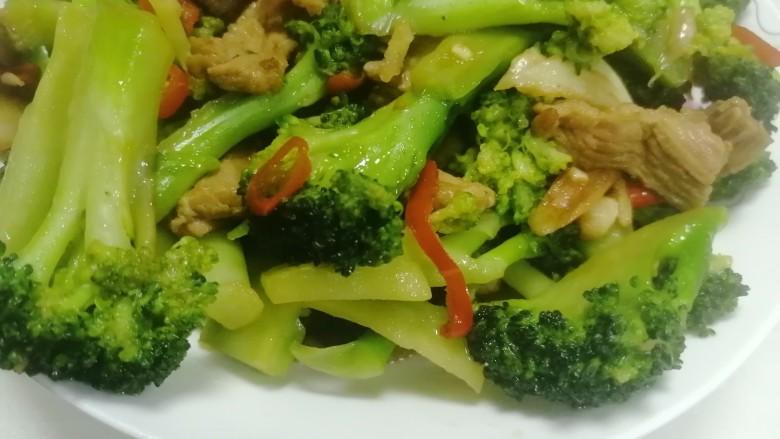干锅西兰花,好吃又营养丰富的干锅西兰花出来咯,赶紧来试试吧!