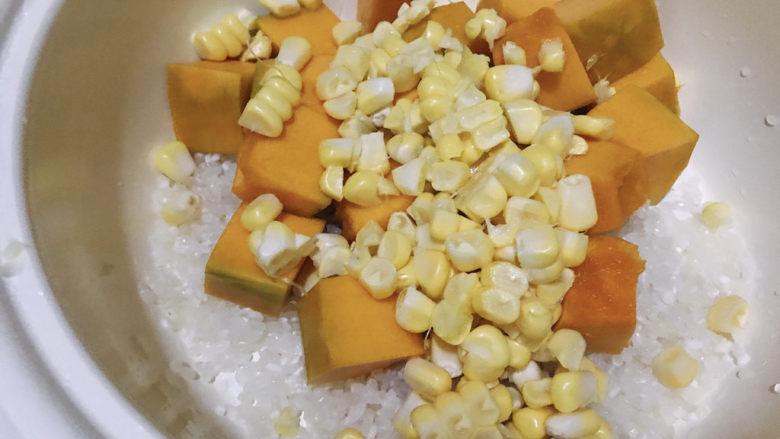 玉米南瓜粥,加入玉米粒