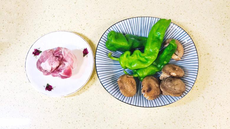 香菇肉片,准备好食材