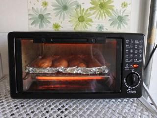 奧爾良雞翅,碼入烤盤,上下火180度,烤10分鐘