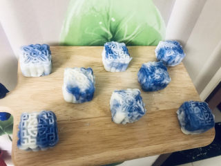青花瓷奶黄冰皮月饼