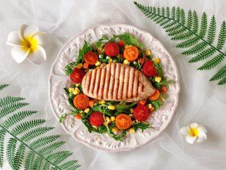 烤鸡胸肉蔬菜沙拉