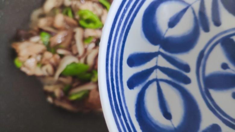 香菇肉片,加少许热开水
