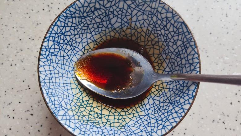 青椒皮蛋,搅拌均匀,备用