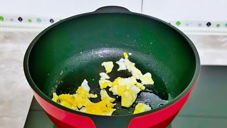 冬瓜鸡蛋汤,再铲碎,盛出备用。