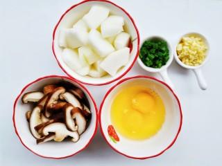 冬瓜鸡蛋汤,准备好所有食材。