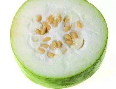 冬瓜鸡蛋汤,冬瓜瓤和籽需要抠掉,皮也削掉。