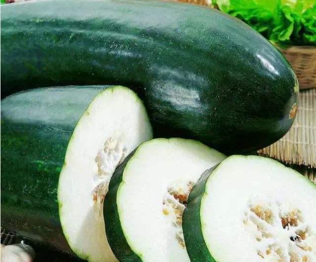 冬瓜鸡蛋汤,冬瓜是秋冬季节里常吃的一种蔬菜,清热利湿。