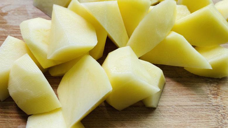 红烧土豆,滚刀切块