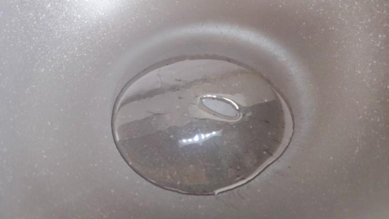 冬瓜鸡蛋汤,起油锅,油不用太多