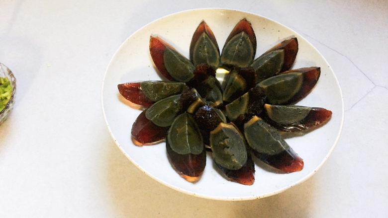 青椒皮蛋,摆盘