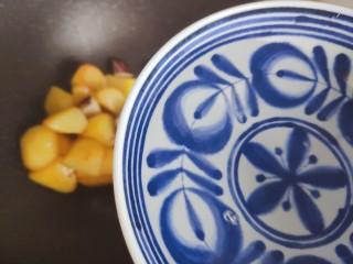 红烧土豆,加一小碗热开水