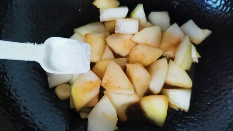 冬瓜鸡蛋汤,加入盐炒匀