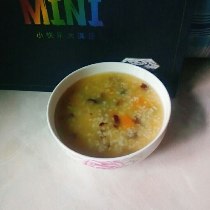 红枣南瓜粥,香甜的红枣南瓜粥。