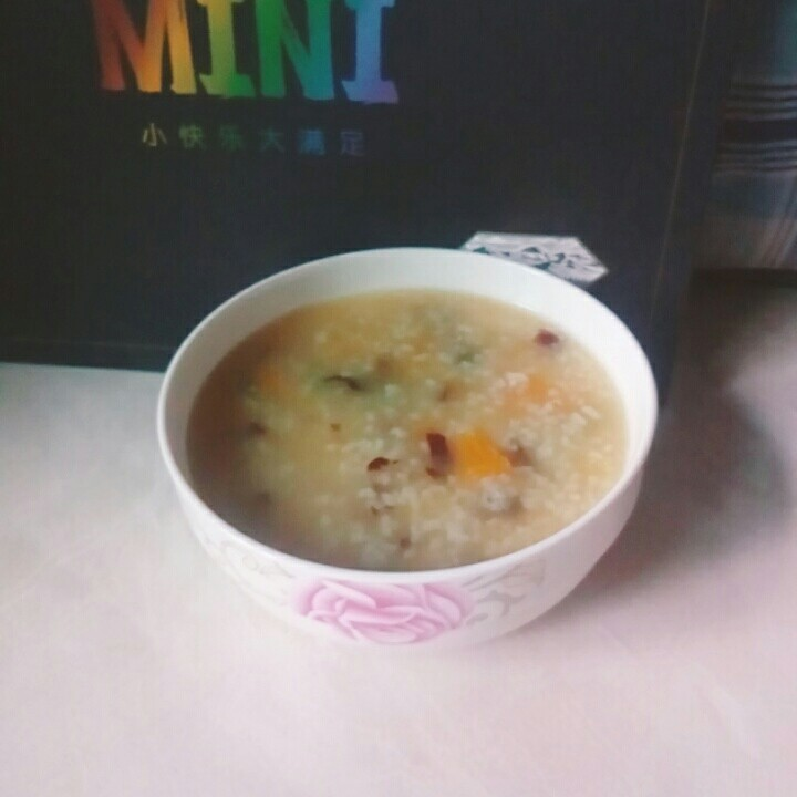 红枣南瓜粥,红枣南瓜粥,暖暖的美食。