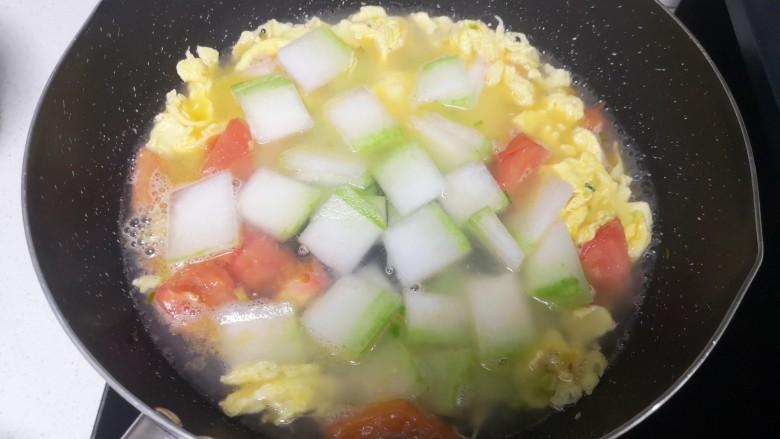 冬瓜鸡蛋汤,放入冬瓜片