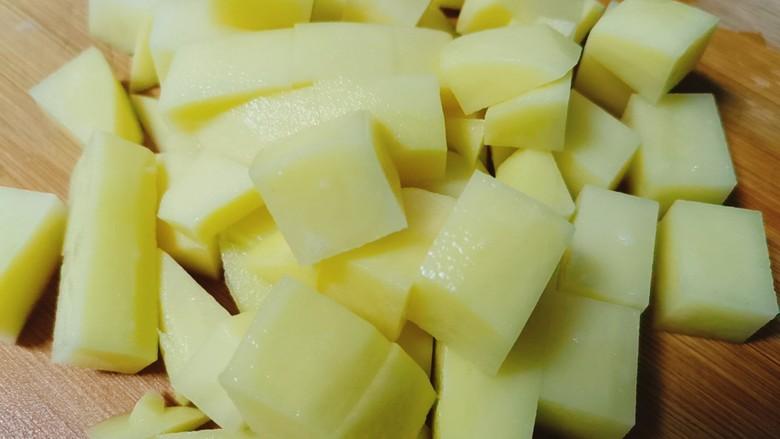 红烧土豆,土豆切成小块备用