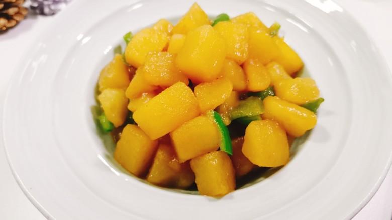 红烧土豆,装盘开吃啦!粉糯粉糯的口感太喜欢了。