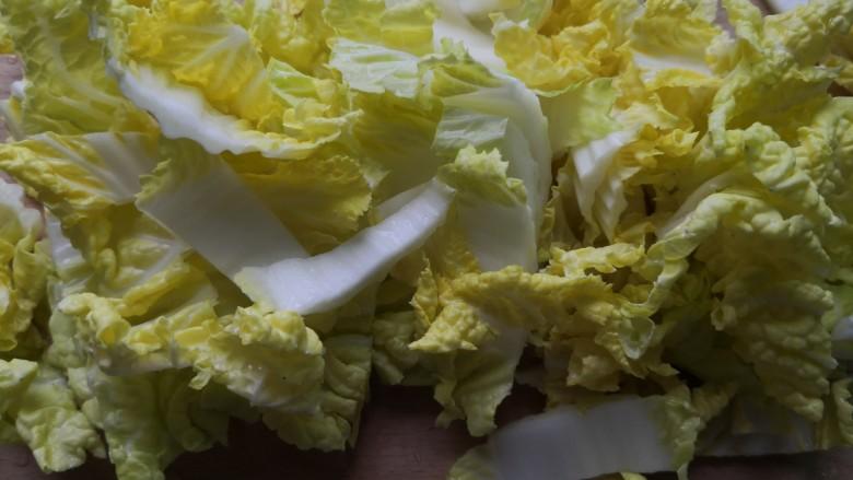 白菜豆腐汤,切成小段备用