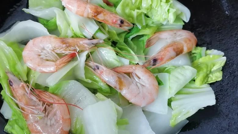 白菜豆腐汤,放入虾一同翻炒
