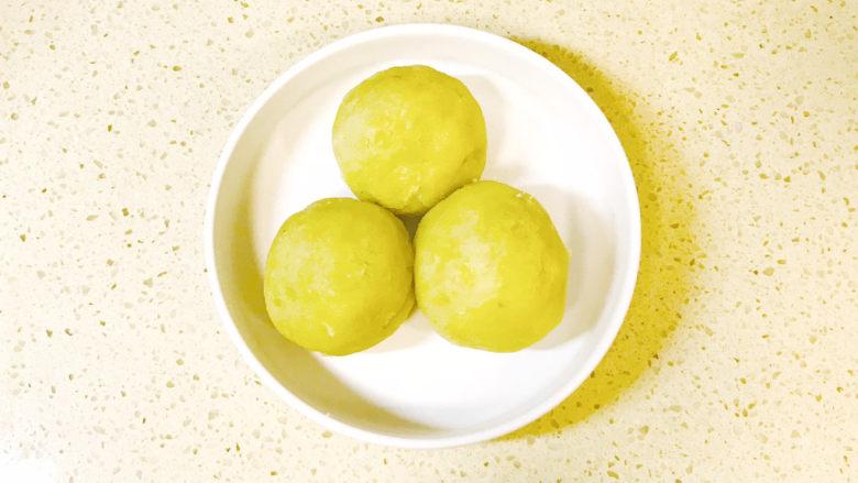 黑胡椒土豆泥,再搓成土豆球