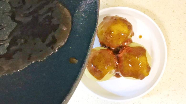 黑胡椒土豆泥,浇在土豆球上