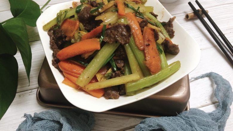 西芹炒牛肉,美味的西芹炒牛肉完成了。