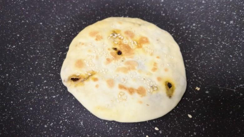 梅干菜烧饼,剩下一个烧饼是用平底锅烙的,一样好吃。