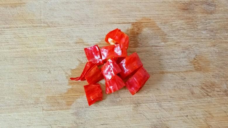 干锅包菜,<a style='color:red;display:inline-block;' href='/shicai/ 86464'>干红辣椒</a>切段