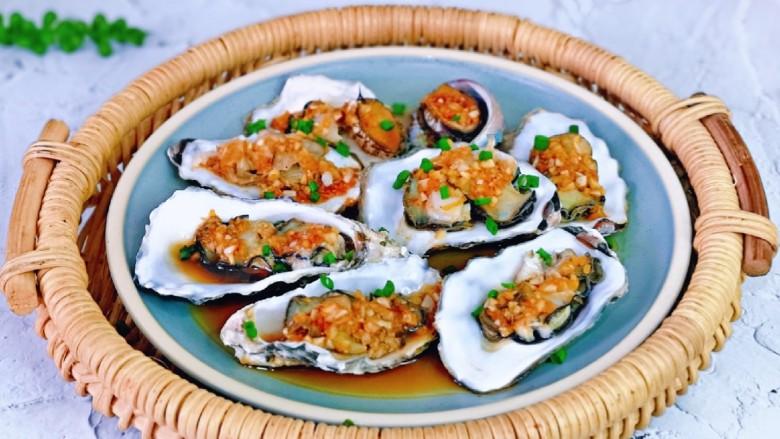 蒜蓉生蚝,特别鲜美,这道菜如果是晚上吃的话,建议不要放姜末哈,大家应该都知道,晚上吃姜赛砒霜!